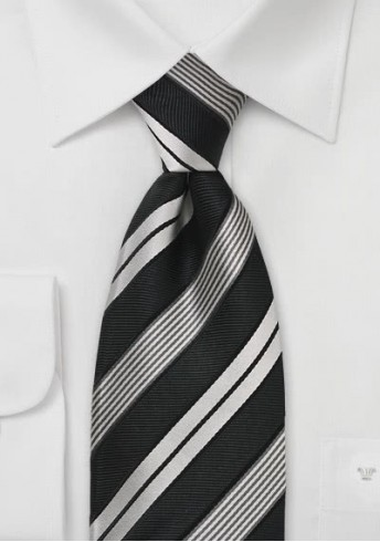 Stilsicher gestreifte Krawatte in Schwarz und Silber