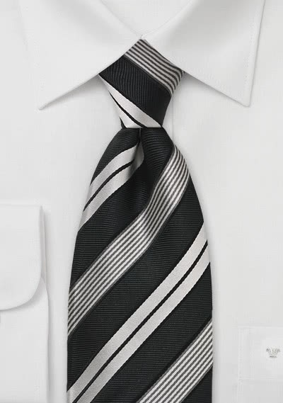 Stilsicher gestreifte Clip-Krawatte in Schwarz und