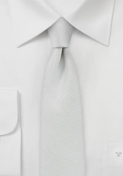 Schmale Krawatte  zart strukturiert weiß