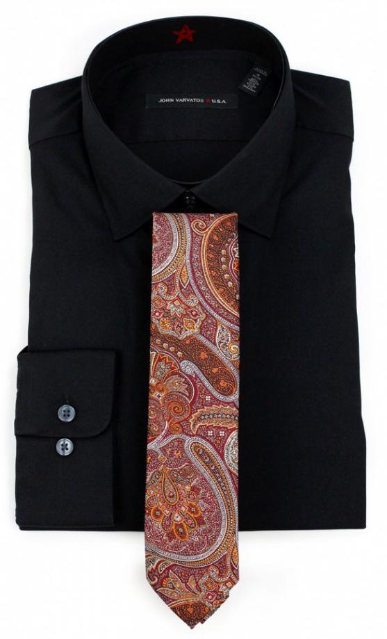 Schwarzes Hemd plus Krawatte mit Paisley-Muster